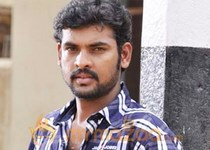 Vimal and Santhanam fight over Anjali