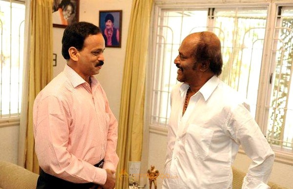 Rajinikanth' Appreciates Dhananjayan Book