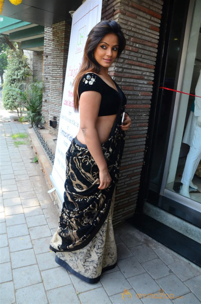 Neetu Chandra Launches Sandhya Singh New Collection
