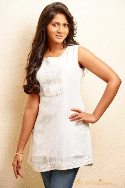 Shruthi Reddy Photo Shoot