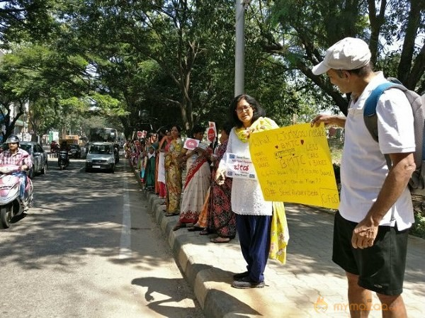 Bengalureans Form Over 4-km-long Human Chain in Protest Against Steel Flyover
