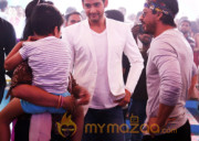 Shah Rukh with Mahesh Babu on Brahmotsavam Sets Photos